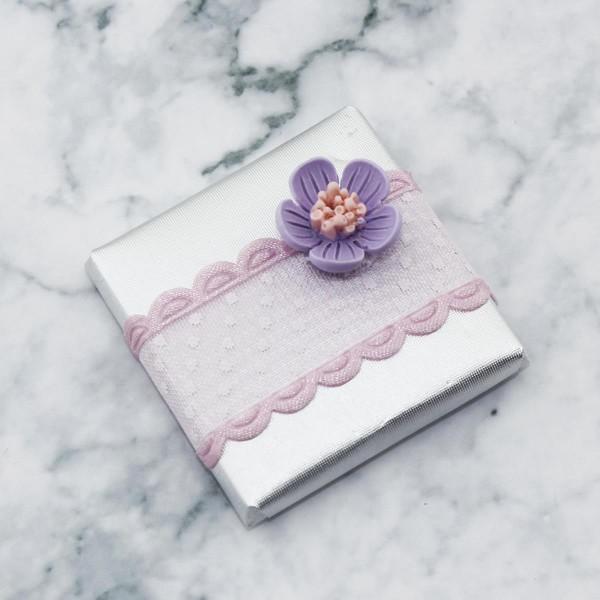 48 Adet  Çiçek Dekorlu Gümüş Renk Madlen Çikolata